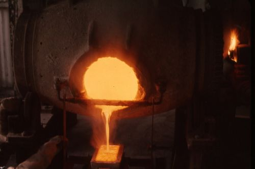 gold molten liquid