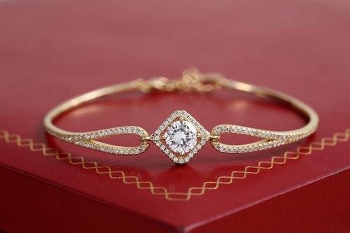 gold jewelry  bracelet jewelry  gold bracelet