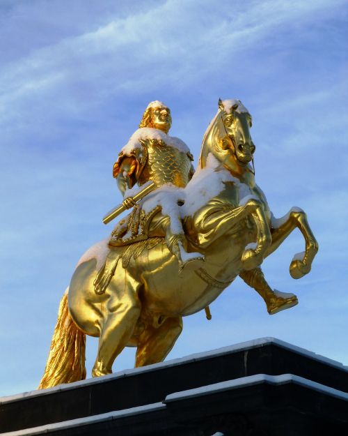 golden rider monument winter