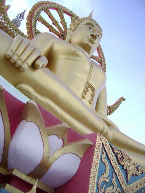 golden statue buddah temple