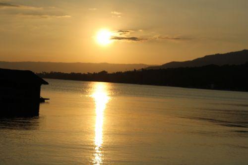 auksinis & nbsp, saulėlydis, auksinis, saulėlydis, auksas & nbsp, dangus, dangus, gamta, papludimys, vanduo, debesys, ramus, atostogos, saulės šviesa, auksinis saulėlydis