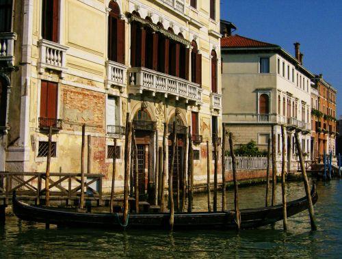 gondola venice water