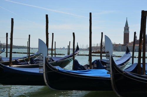 gondola  venetian  water