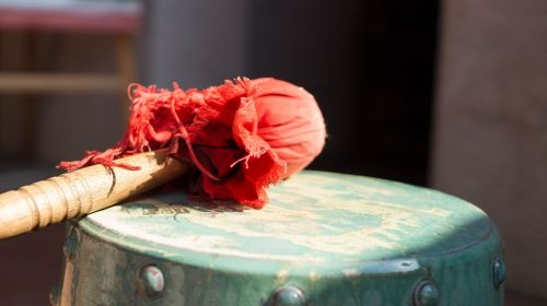 gong grasping week antique