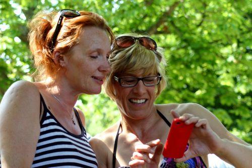 gossip friend woman