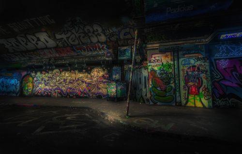 grafiti,grafiti siena,siena,naktis,miesto,vandalizmas,kultūra,grafiti,grafiti,nusikalstamumas,Grunge,problema,sunaikinimas,dažyti,purkšti