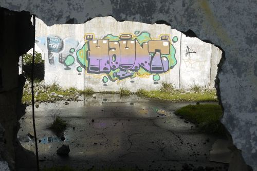 graffiti shadows building