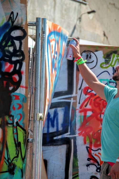 graffiti spray wall