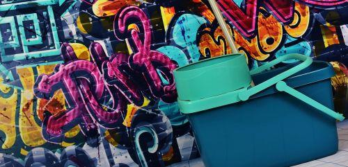 graffiti putz bucket remove