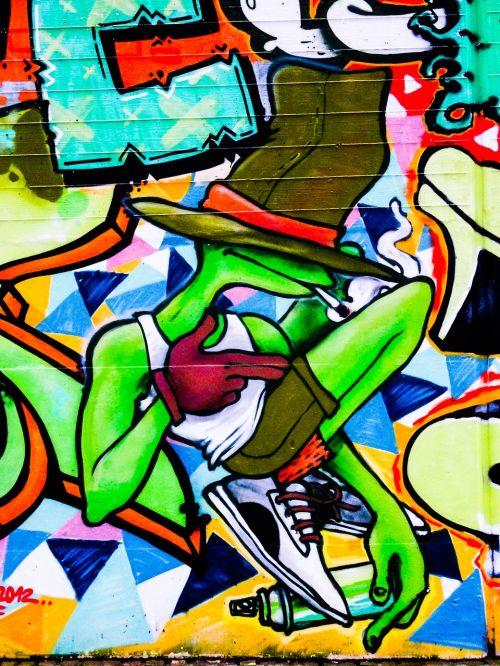 graffiti hat frog