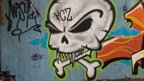 graffiti decoration skull and crossbones
