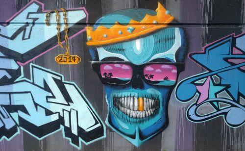 graffiti skull and crossbones crown