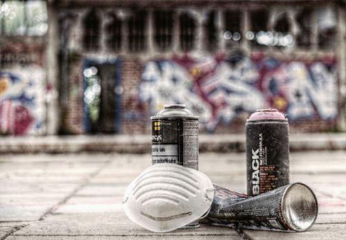 graffiti sprayer spray cans