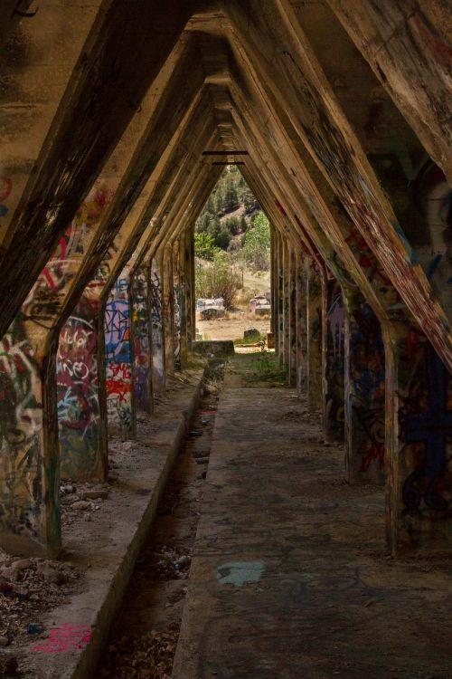 graffiti ruin old