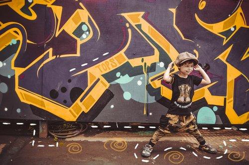 graffiti  posing  advertising children's clothing