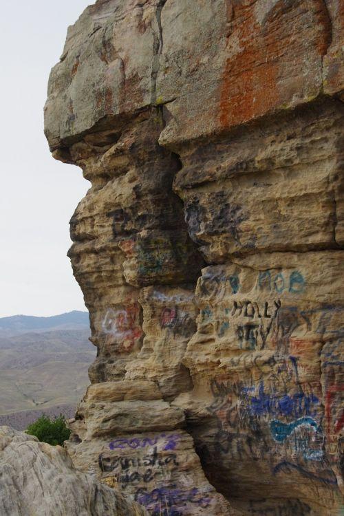 graffiti rocks tags