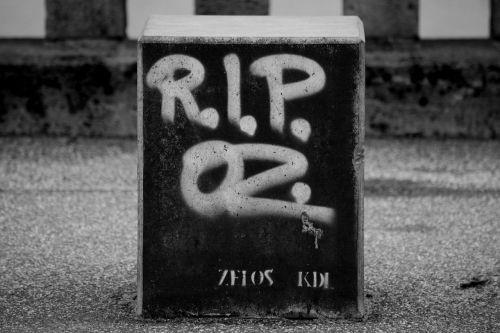 grafitti commemorate sprayer