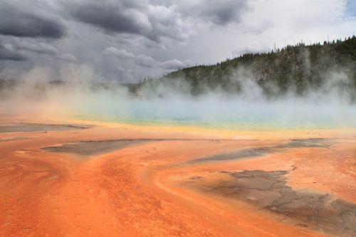 grand prismatic spring yellowstone steam