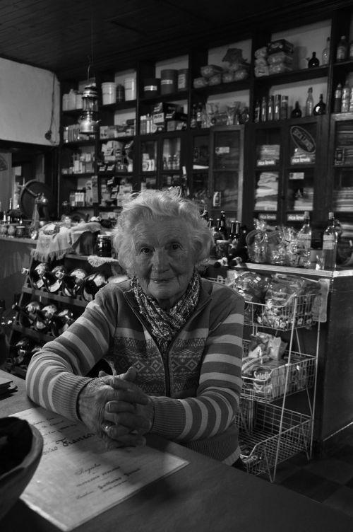 grandmother shop between rivers
