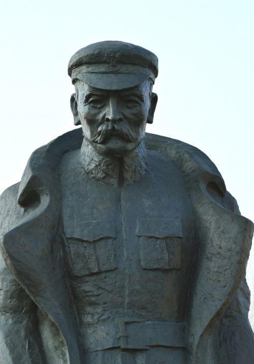 jozef pilsudski monument marshal