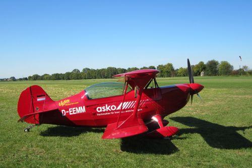 grass field aircraft