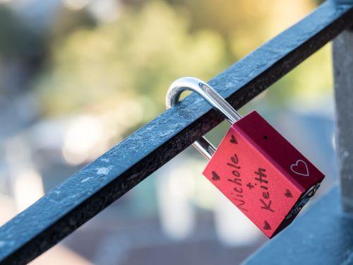 grating padlock love