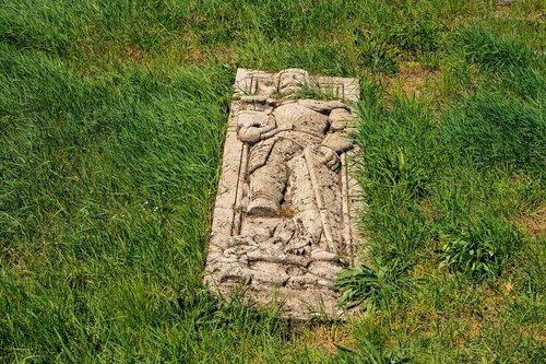 grave  sepulchre  monument
