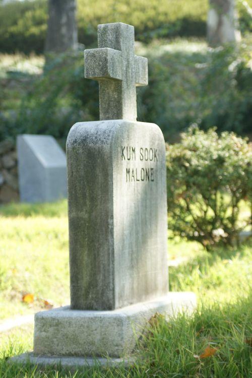 gravestone tombstone headstone
