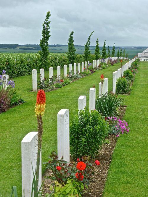 gravestones commemoration military