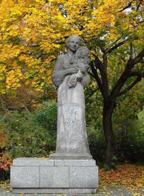 grazyna bacewicz monument statue