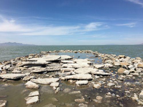 great salt lake utah rocks
