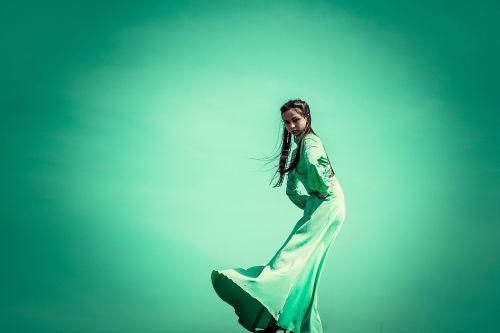 green dress on the edge