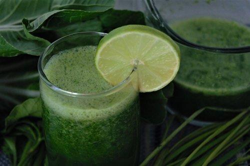 green juices  juice detoxing  chlorophyll