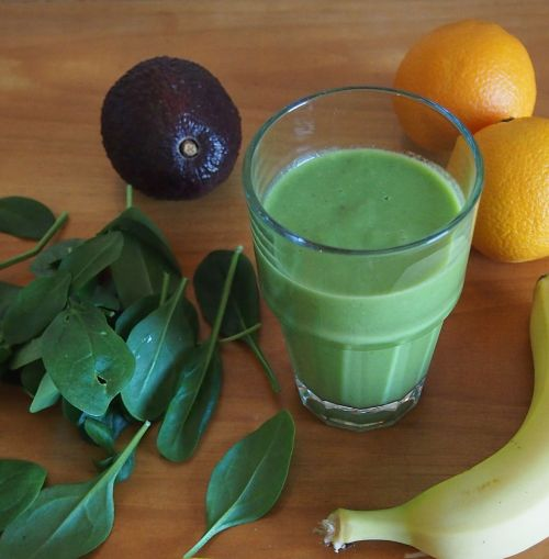 green smoothie drink healthy