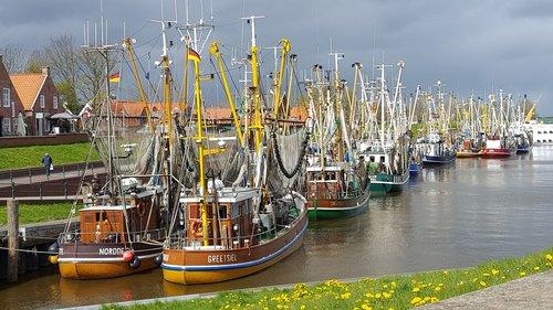 greetsiel  waters  port