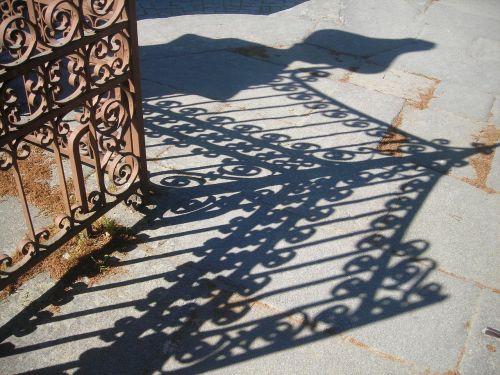 grid shadow entry