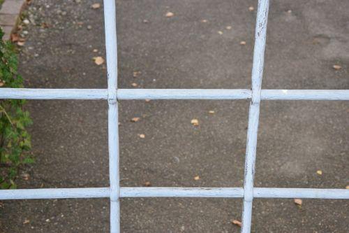 grid barrier metal