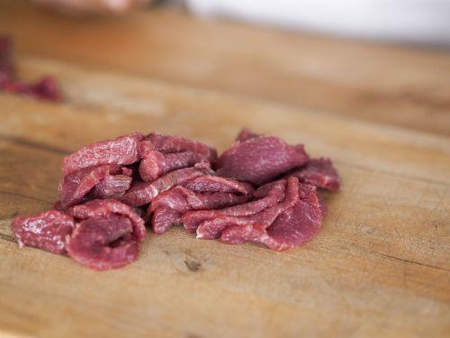 grinding beef slicing