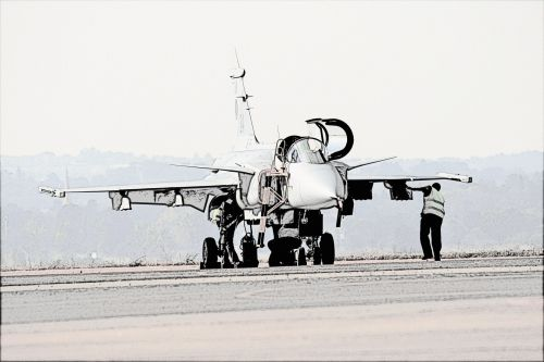 Gripen With Ground Crew