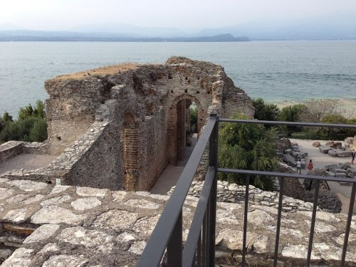 grotto of catullus remains roman city