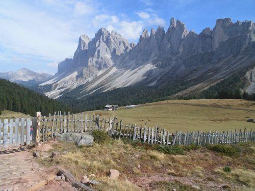 gruppo delle odle mountains alps