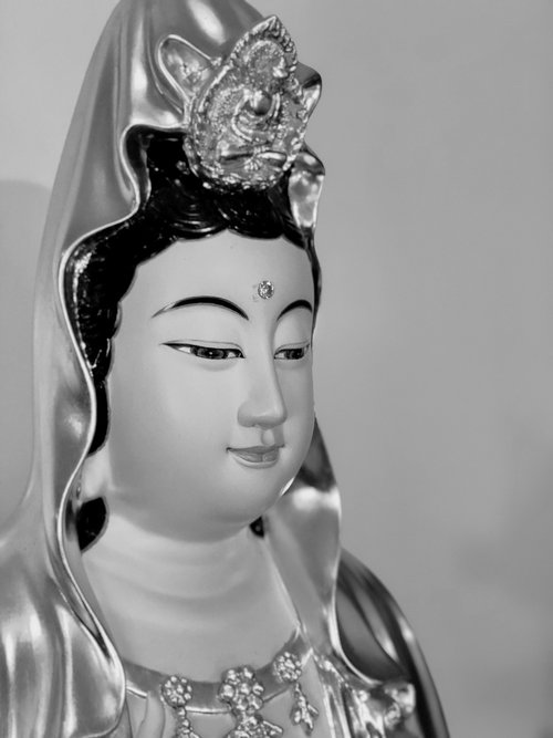 guanyin  a kindly face  serenity