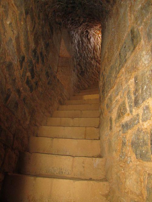 guédelon staircase tower