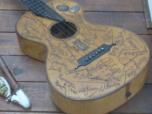 guitar engraving musical instrument