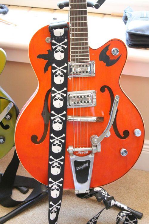 gitara,elektrinis,elektrinis,instrumentas,gitaristas,muzika,muzikinis,eilutė,garsas,žaisti,koncertas,daina,grupė,pramogos,garsas,muzikantas,įranga,akordas,žaisti,spektaklis,žaidėjas,atlikti,atlikti