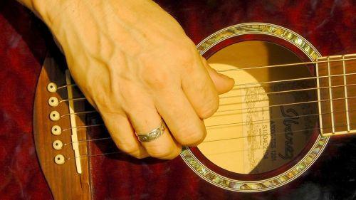 guitar pluck hand