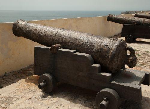 guns fortress ramparts