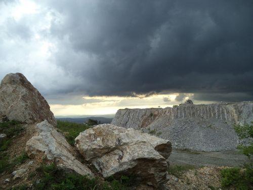 gut-stone quarry mine