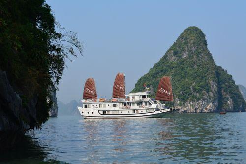 Halongo įlanka,Vietnamas,kelionė,kruizas,dainuojamas sot urvas