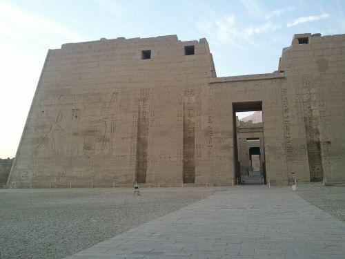 habu temple pharaonic ruins
